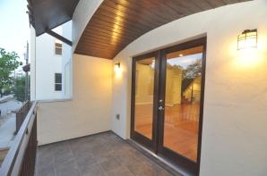 4303a-balcony